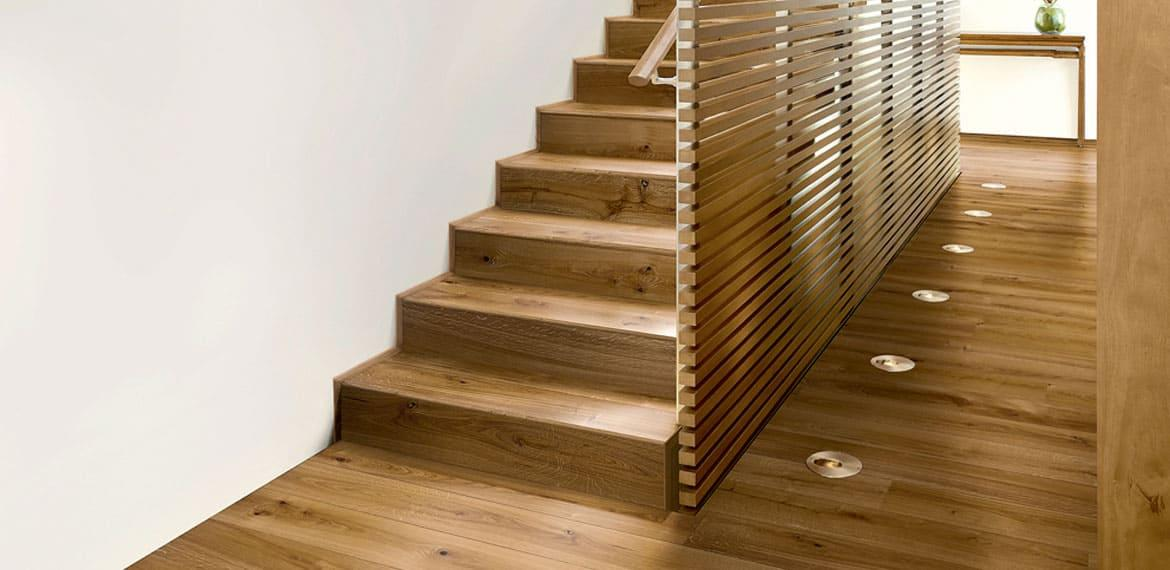 Absolute colors match – Competition between parquet and stairs because the design of a modern home does not end with stairs.